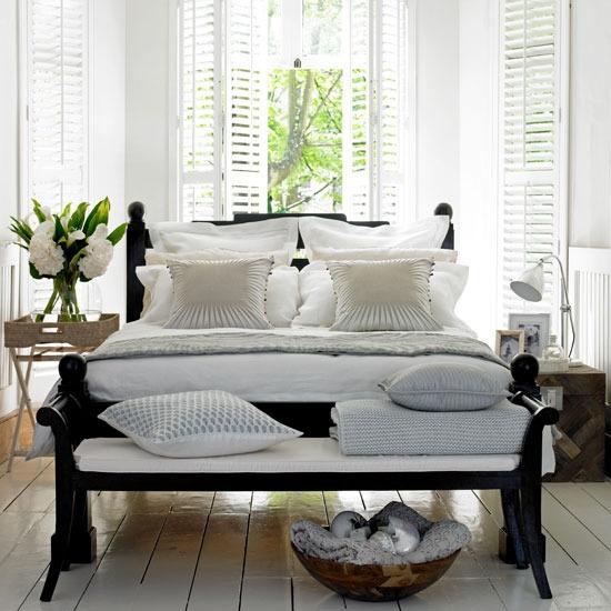 pretty-white-bed
